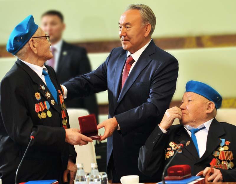 Назарбаев и ветераны