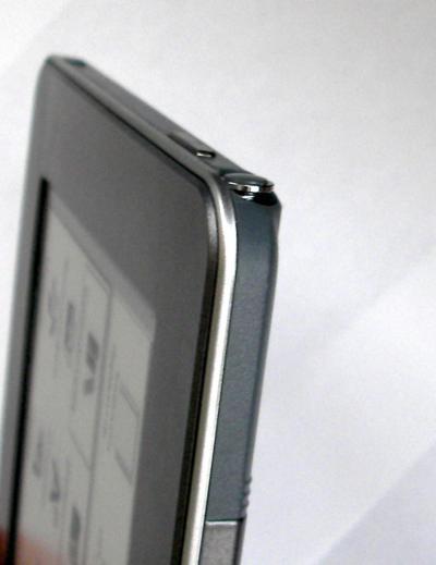 У  PocketBook Pro 612 стилус извлекается легко