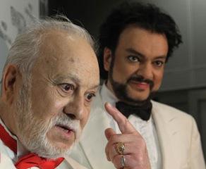 Есть версия, что причиной отмены концертов стал отец певца - 80-летний Бедрос Киркоров