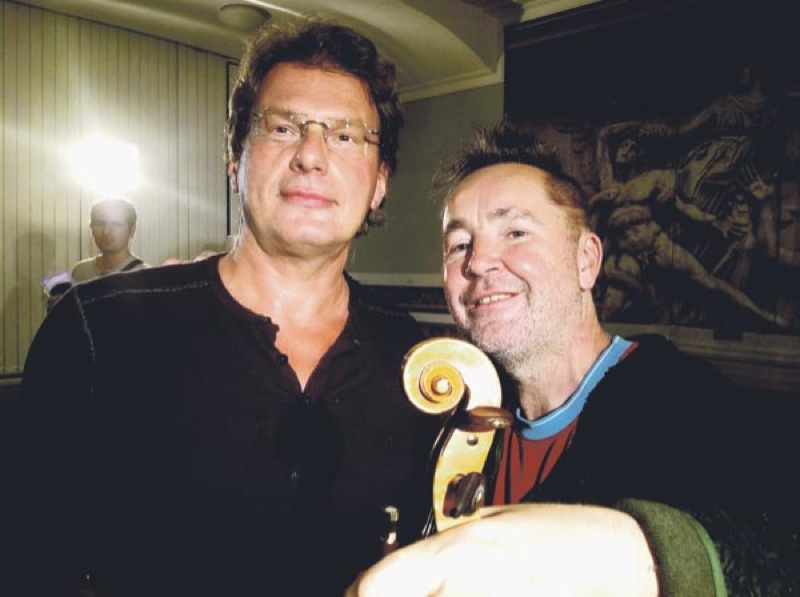 Евгений Додолев и Найджел Кеннеди. Фото Дмитрия ЖМЕЛЬКОВА.