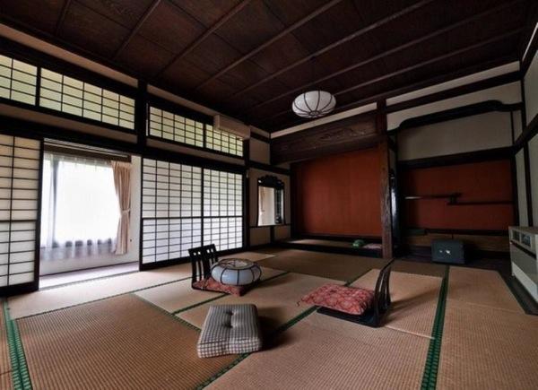 Японские отели. Едят в таких домах, сидя на футонах. Маленький столик с едой ставится перед каждым из едоков. – parusvlg.ru