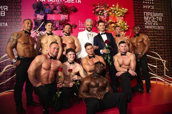 Филипп Киркоров и красавцы мужчины с голыми торсами